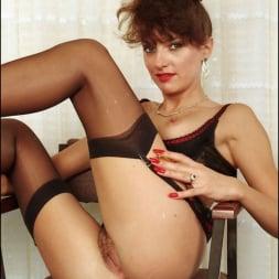 Lady Sonia in 'Lady Sonia' Long nylon legs (Thumbnail 14)
