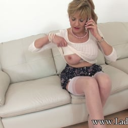 Lady Sonia in 'Lady Sonia' Masturbating mature (Thumbnail 3)