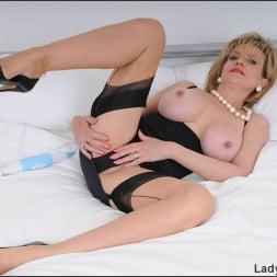 Lady Sonia in 'Lady Sonia' Masturbating milf (Thumbnail 4)