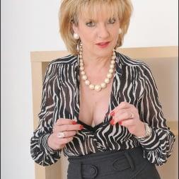 Lady Sonia in 'Lady Sonia' Mature secretary (Thumbnail 4)