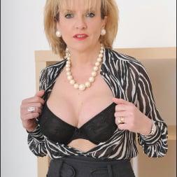 Lady Sonia in 'Lady Sonia' Mature secretary (Thumbnail 5)