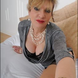 Lady Sonia in 'Lady Sonia' Mature trophy wife (Thumbnail 6)