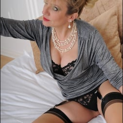 Lady Sonia in 'Lady Sonia' Mature trophy wife (Thumbnail 7)