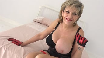 Lady Sonia in 'MILF Auntie In Lockdown Wank Instruction'