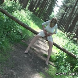 Lady Sonia in 'Lady Sonia' Milf clit outdoors (Thumbnail 4)