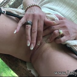 Lady Sonia in 'Lady Sonia' Milf clit outdoors (Thumbnail 6)