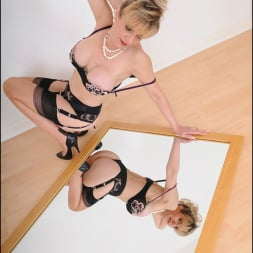 Lady Sonia in 'Lady Sonia' Milf in the mirror (Thumbnail 7)