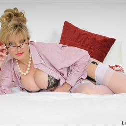 Lady Sonia in 'Lady Sonia' Nylons and heels (Thumbnail 4)