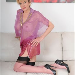 Lady Sonia in 'Lady Sonia' Nylons glamour milf (Thumbnail 5)