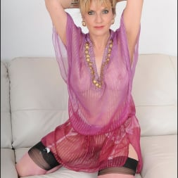 Lady Sonia in 'Lady Sonia' Nylons glamour milf (Thumbnail 7)