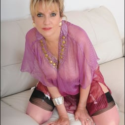 Lady Sonia in 'Lady Sonia' Nylons glamour milf (Thumbnail 8)