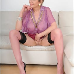 Lady Sonia in 'Lady Sonia' Nylons glamour milf (Thumbnail 14)