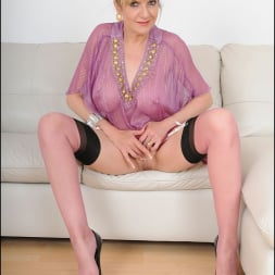 Lady Sonia in 'Lady Sonia' Nylons glamour milf (Thumbnail 15)