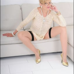 Lady Sonia in 'Lady Sonia' Nylons mature spread (Thumbnail 3)