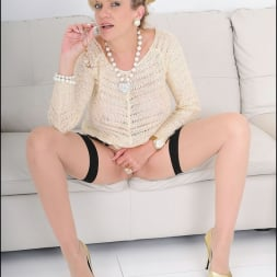 Lady Sonia in 'Lady Sonia' Nylons mature spread (Thumbnail 8)