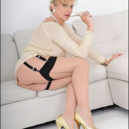 Lady Sonia in 'Lady Sonia' Nylons mature spread (Thumbnail 9)