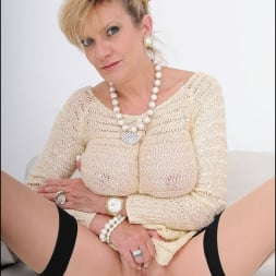 Lady Sonia in 'Lady Sonia' Nylons mature spread (Thumbnail 14)