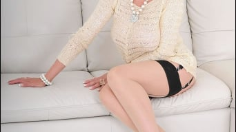 Lady Sonia in 'Nylons mature spread'