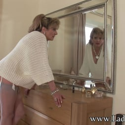 Lady Sonia in 'Lady Sonia' Nylons mature wife (Thumbnail 2)