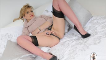 Lady Sonia in 'Nylons trophy wife'