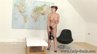Red XXX in 'Oiled curvy mature'