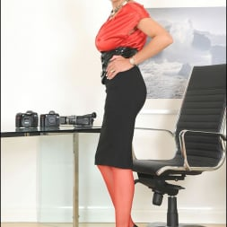 Lady Sonia in 'Lady Sonia' Red nylons mature (Thumbnail 3)