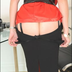 Lady Sonia in 'Lady Sonia' Red nylons mature (Thumbnail 7)