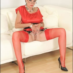 Lady Sonia in 'Lady Sonia' Red nylons mature (Thumbnail 15)