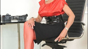 Lady Sonia in 'Red nylons mature'