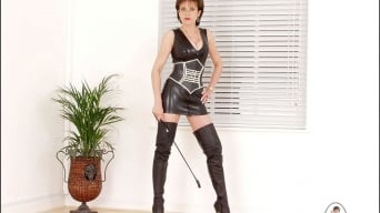 Lady Sonia in 'Rubber clad mistress'