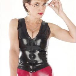 Lady Sonia in 'Lady Sonia' Rubber mistress (Thumbnail 5)