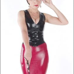 Lady Sonia in 'Lady Sonia' Rubber mistress (Thumbnail 6)
