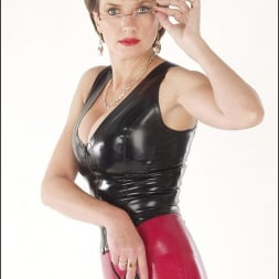 Lady Sonia in 'Lady Sonia' Rubber mistress (Thumbnail 12)