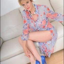 Lady Sonia in 'Lady Sonia' Stiletto heels milf (Thumbnail 1)