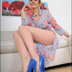 Lady Sonia in 'Lady Sonia' Stiletto heels milf (Thumbnail 2)