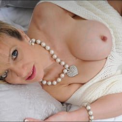 Lady Sonia in 'Lady Sonia' Stockings mature (Thumbnail 5)