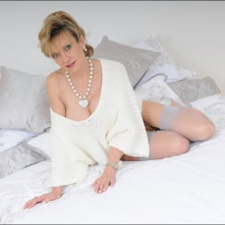 Lady Sonia in 'Lady Sonia' Stockings mature (Thumbnail 8)