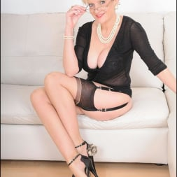 Lady Sonia in 'Lady Sonia' Stockings mature (Thumbnail 1)