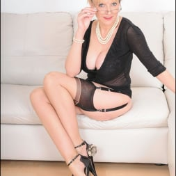 Lady Sonia in 'Lady Sonia' Stockings mature (Thumbnail 2)