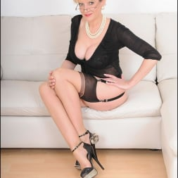 Lady Sonia in 'Lady Sonia' Stockings mature (Thumbnail 3)