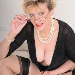 Lady Sonia in 'Lady Sonia' Stockings mature (Thumbnail 6)