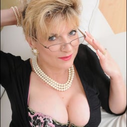 Lady Sonia in 'Lady Sonia' Stockings mature (Thumbnail 9)