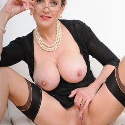 Lady Sonia in 'Lady Sonia' Stockings mature (Thumbnail 14)