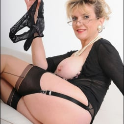 Lady Sonia in 'Lady Sonia' Stockings mature (Thumbnail 15)