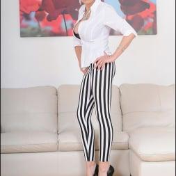 Lady Sonia in 'Lady Sonia' Striped leggings (Thumbnail 1)