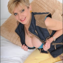 Lady Sonia in 'Lady Sonia' Stunning mature (Thumbnail 3)