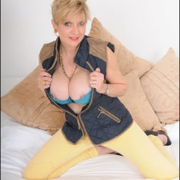 Lady Sonia in 'Lady Sonia' Stunning mature (Thumbnail 4)