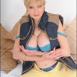 Lady Sonia in 'Lady Sonia' Stunning mature (Thumbnail 11)