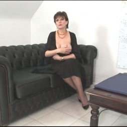 Lady Sonia in 'Lady Sonia' Sybian riding mature (Thumbnail 2)