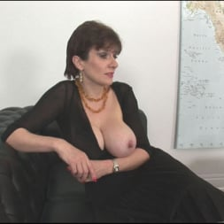 Lady Sonia in 'Lady Sonia' Sybian riding mature (Thumbnail 3)